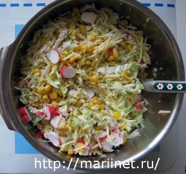 салат с крабовыми палочками нежный