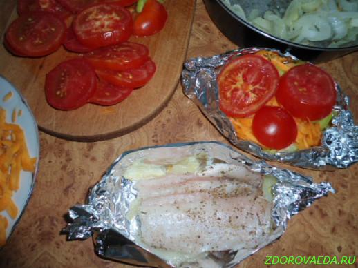 Как приготовить овощи с рыбой в духовке и в фольге