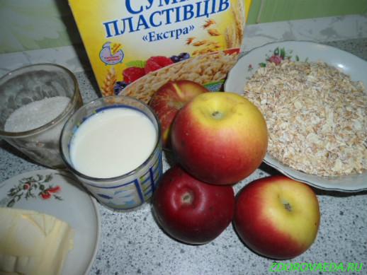 Смесь хлопьев с молоком и яблоками в духовке