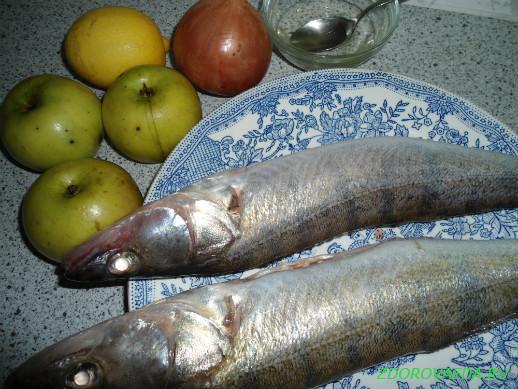 Запеченное филе судака с яблоками