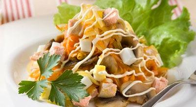 Салат  нежность с горбушей ингредиенты:горбуша в собственном соку (консерва) - 1 банка шампиньоны консервированные