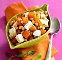Салат из фасоли с тыквойи козьим сыром