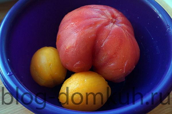 Острый салат из помидоров с двумя видами перца