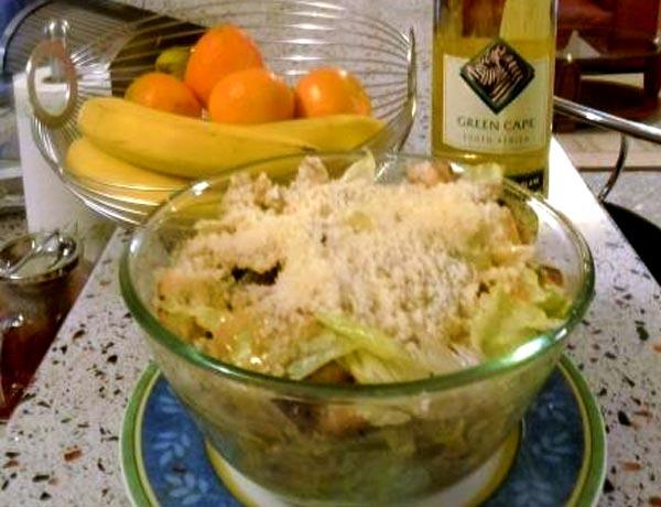 Рецепты салатов - Салат Цезарь с курицей сухариками и помидорами