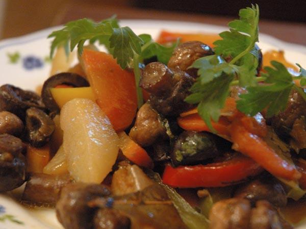 Шампиньоны, тушеные с овощами