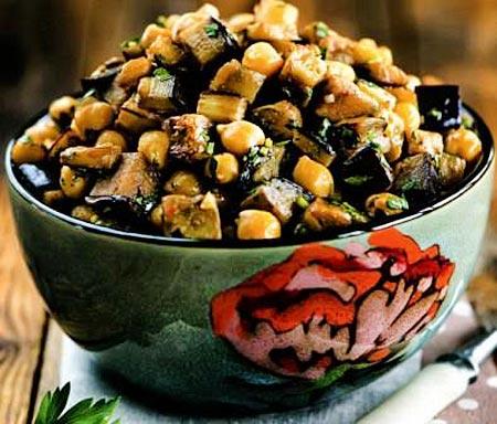 Вкусный Марокканский салат из нута и баклажанов с чермулой
