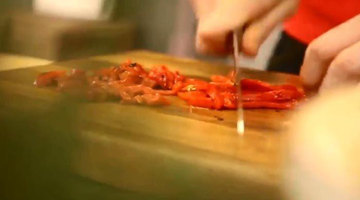 Мусака с курицей, перцем и грибами