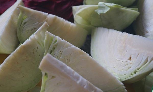 Квашеная капуста - Хрустящая капуста, которая зарядит вас энергией на всю зиму