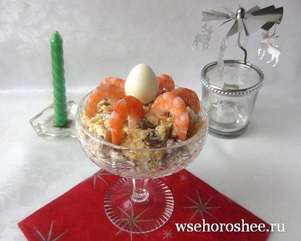 Салат к Новому году с грибами и креветками