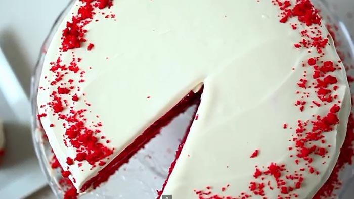видеорецепт - Торт Красный бархат к кофе