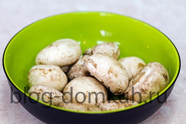 Стейк из телячьей вырезки в мешочке из теста фило с салатом руккола