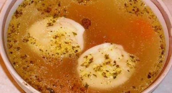 Куриный бульон с яйцом