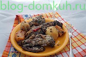 Бараньи ребра, тушенные с айвой, картофелем и репой