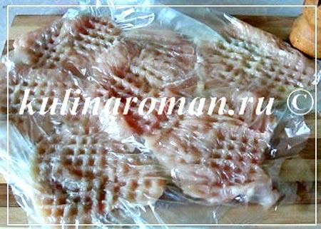 Отбивные из филе курицы в духовке с ананасами, под сырной шапкой