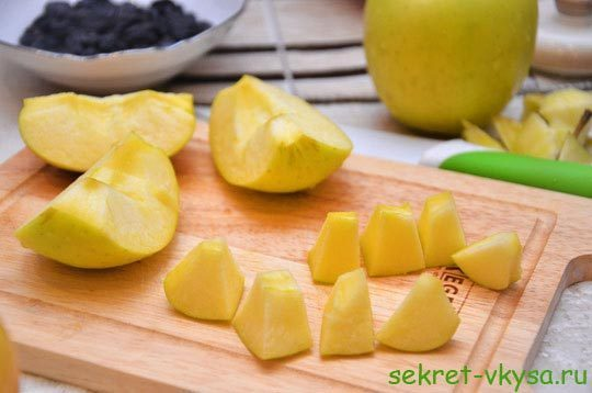 нарезал яблоки