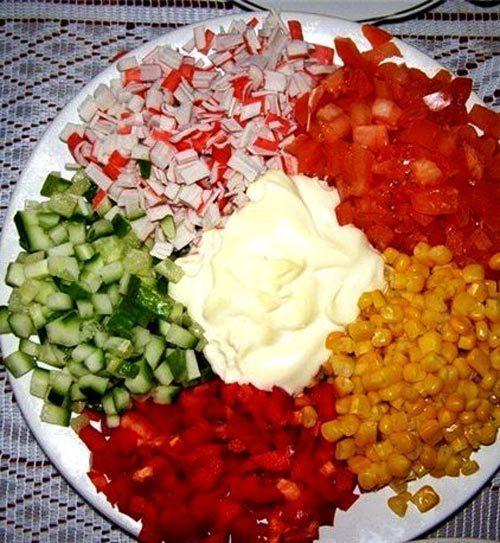 Салат шпротный с чесноком - Овощи кубиками