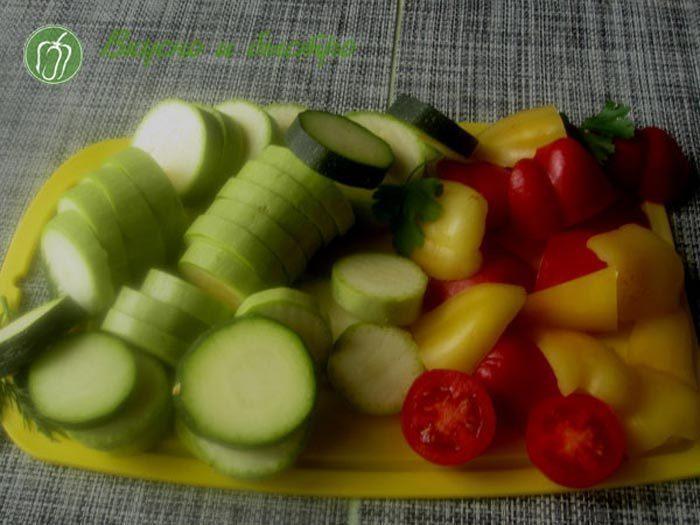 Шашлычки из кабачков - нарезанные овощи