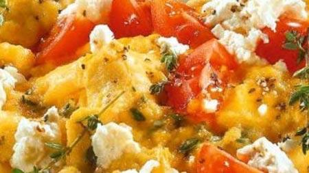 Яичница-болтунья с овощами 'по-гавайски'