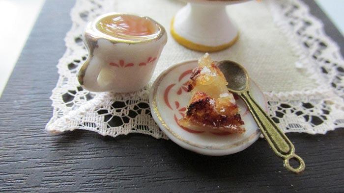 Яблочный пирог на миниатюрной кухне